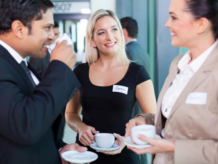 3 Tips to Confidently Introducing Yourself When You Network